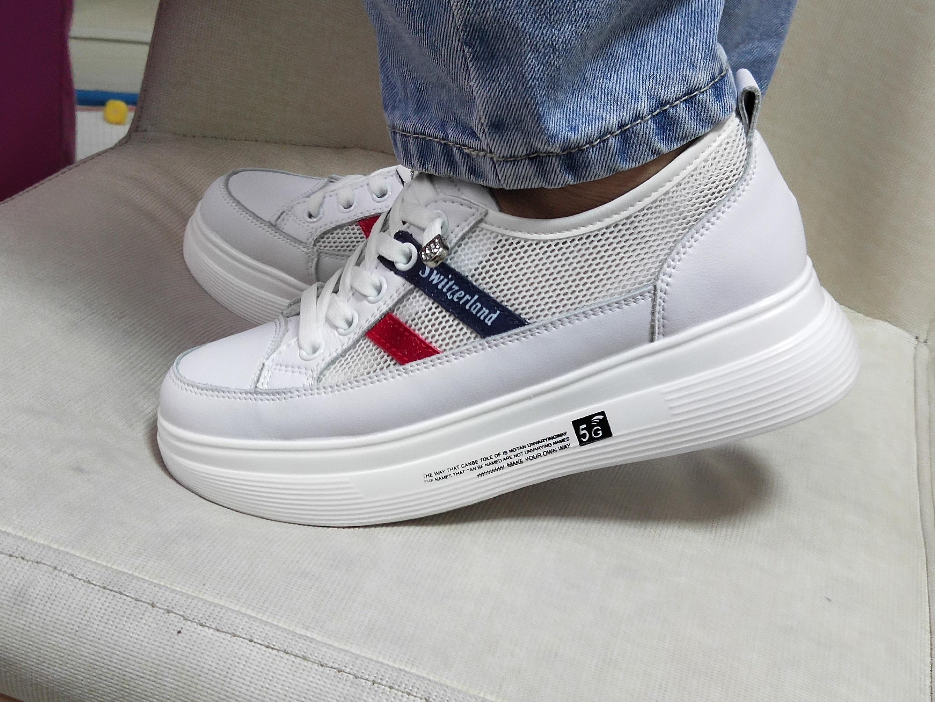 女士小白鞋