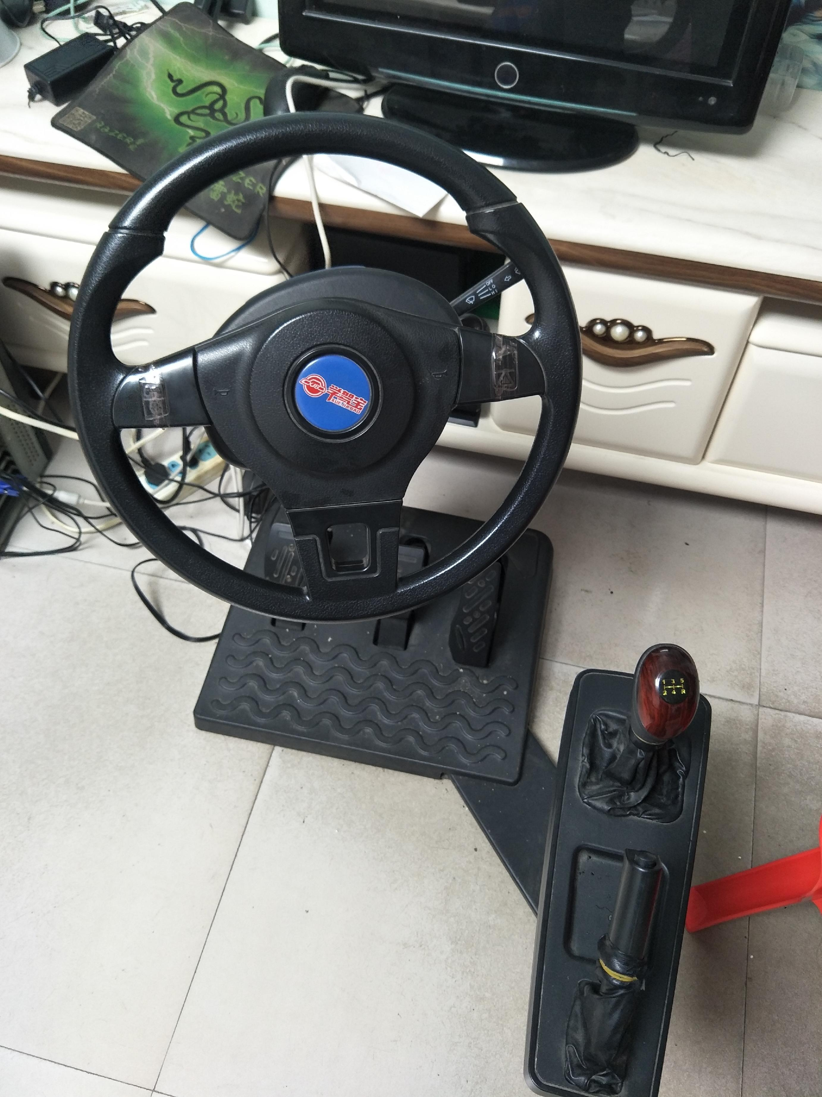 汽车模拟驾驶训练器