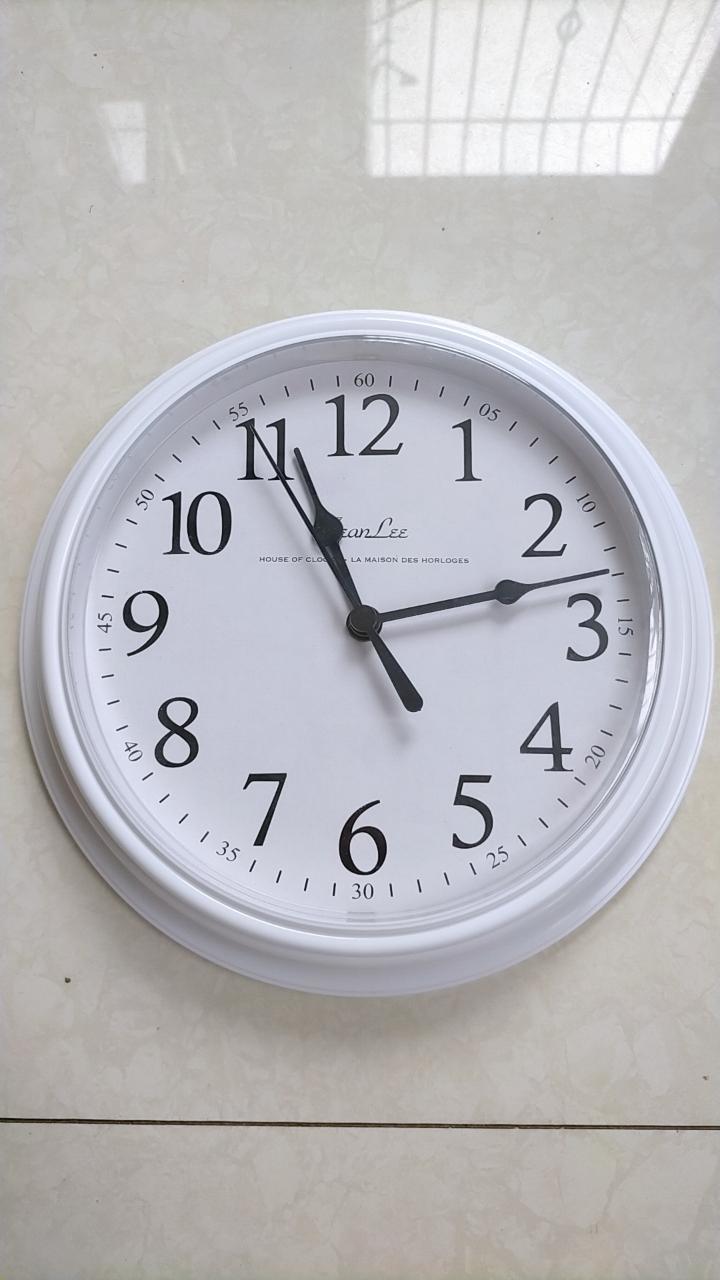 白黑色钟全新